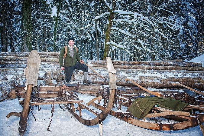 Holzknecht mit Schlitten