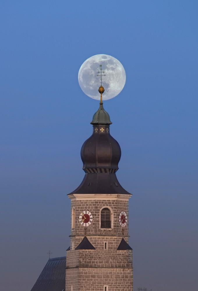 Full Moon Over Feichten